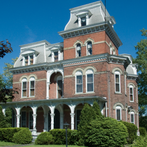 Which house do you think looks more like the Granville House?